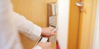 hotel door lock works